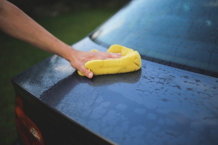 Productos de limpieza caseros para el coche